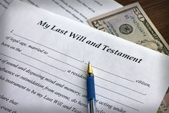 O último formulário e do testamento com pena Fotos de Stock Royalty Free