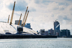 O2在泰晤士河的竞技场 库存图片