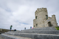 O `在Moher,爱尔兰峭壁的Briens塔  免版税库存照片
