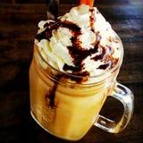 O açúcar do creme do cappuccino do latte do café chicoteou fotografia de stock royalty free