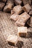 O açúcar mascavado cuba o close up Foto de Stock Royalty Free