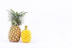 O abacaxi maduro tem o gosto doce no alimento saudável do fruto do abacaxi do fundo branco isolado Fotografia de Stock Royalty Free