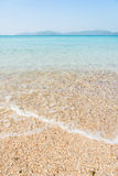 O abrandamento do céu azul e da luz solar da praia do mar ajardina Imagens de Stock Royalty Free