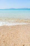 O abrandamento do céu azul e da luz solar da praia do mar ajardina Imagem de Stock Royalty Free