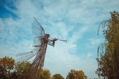 O absinto complexo memorável da estrela Anjo do toque de trombeta da escultura na zona de exclusão de Chornobyl Zona radioativa n fotografia de stock