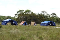 O acampamento do escuteiro de menino perto da cidade de San Jose Del Guaviare Imagem de Stock Royalty Free