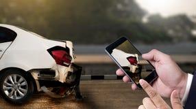 o acidente na rua, automóveis danificados toma a C.A. do acidente de viação da foto Imagens de Stock Royalty Free