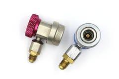 O acoplador rápido contém o adaptador de r134a para o tanque do líquido refrigerante, acoplador da C.A., acoplador do ar fotos de stock