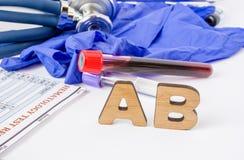 O acrônimo do laboratório clínico do AB ou a abreviatura médica dos anticorpos ou da imunoglobulina do sistema imunitário para ne imagem de stock royalty free