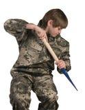 O adolescente com uma ferramenta de jardim enraíza removedores fotos de stock