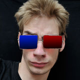 O adolescente desgasta os vidros 3D reais Imagem de Stock