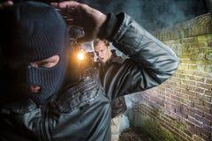 O agente prende o assaltante Imagem de Stock