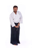 O Aikido mestre apronta-se para tirar a espada Imagem de Stock