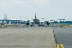 O Airbus o mais novo A350 XWB no aeródromo Foto de Stock Royalty Free