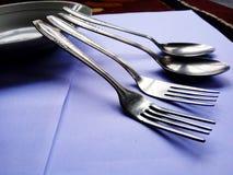 O ajuste da tabela é importante antes das refeições imagens de stock