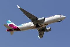O alemão Airbus decola sobre Fotografia de Stock