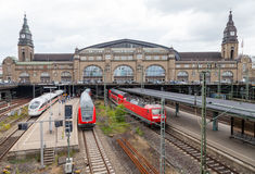 O alemão treina de Deutsche Bahn, chega no estação de caminhos-de-ferro de Hamburgo em junho de 2014 Fotografia de Stock