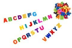 O alfabeto escrito no plástico colorido caçoa letras Fotografia de Stock Royalty Free