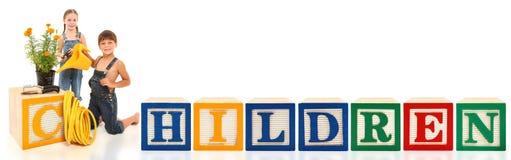 O alfabeto obstrui crianças imagem de stock royalty free