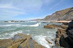 O Algarve: As rochas em cada Praia fazem Castelejo perto de Sagres, Portugal Foto de Stock