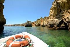 O Algarve: Viagem do barco a Ponta a Dinamarca Piedade perto de Lagos, Portugal Imagem de Stock
