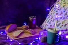 O alimento do inverno e relaxa Foto de Stock Royalty Free