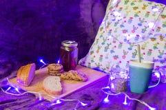 O alimento do inverno e relaxa Fotografia de Stock Royalty Free