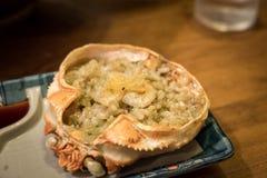 O alimento, a pasta do caranguejo e o ovo japoneses do caranguejo no escudo do caranguejo de rei grelharam o miso chamado de Kani imagens de stock royalty free