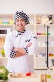 O alimento que cozinha o programa televisivo no estúdio Foto de Stock