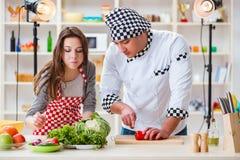 O alimento que cozinha o programa televisivo no estúdio Imagem de Stock Royalty Free