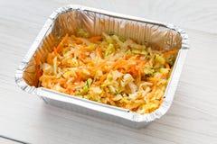 O alimento saudável leva embora na caixa da folha, salada do aipo Foto de Stock