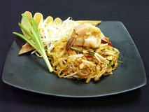 O alimento tailandês, acolchoa a grama tailandesa do kung foto de stock