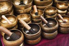O almofariz e o pilão em um mercado param, Nepal Fotografia de Stock Royalty Free