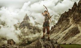 O alvo do tiro ao arco dos homens - a montanha alta Imagem de Stock Royalty Free