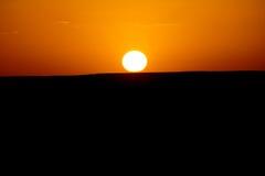 O alvorecer de um dia novo nas dunas do deserto do ERG em Marrocos Imagem de Stock Royalty Free