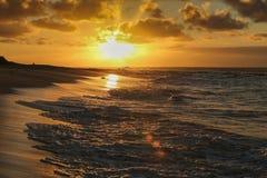 O alvorecer dourado no Havaí Fotos de Stock Royalty Free
