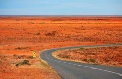 O amanhecer através de Mundi Mundi Plains o interior Austrália Fotos de Stock