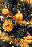 O amarelo decorou a árvore de Natal Foto de Stock Royalty Free
