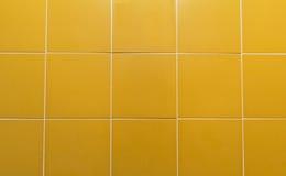 O amarelo esquadrou a parede Fotografia de Stock