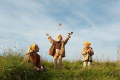 O amarelo tampa gnomes Fotografia de Stock Royalty Free