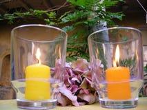 O Ambiance candles para fora o jardim imagens de stock royalty free
