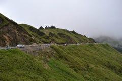 O ambiente montanhoso e nebuloso ao longo do caminho a Taroko N imagens de stock