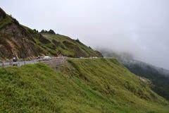 O ambiente montanhoso e nebuloso ao longo do caminho a Taroko N imagem de stock