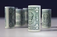 O americano 1 dólar de dólar rolou acima no preto Foto de Stock Royalty Free