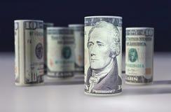 O americano 10 dólares de dólar rolou acima no preto Imagens de Stock Royalty Free