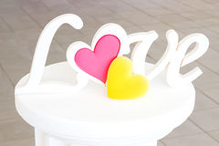O amor da palavra em um suporte Imagens de Stock Royalty Free