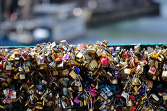 O amor trava o detalhe 01 da ponte Fotografia de Stock Royalty Free