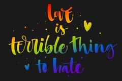 O amor ? uma coisa terr?vel a odiar O arco-?ris de Gay Pride colore cita??es modernas do texto da caligrafia no fundo escuro do f ilustração do vetor