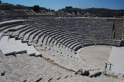 O amphitheatre antigo em Segesta, Sicília fotos de stock