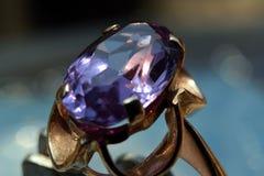O anel com alexandrite Imagens de Stock
